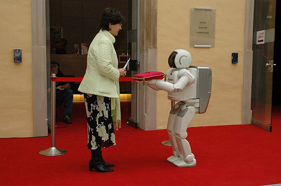 ASIMO joins the Secretary of State to open the Luxembourg Science Festival