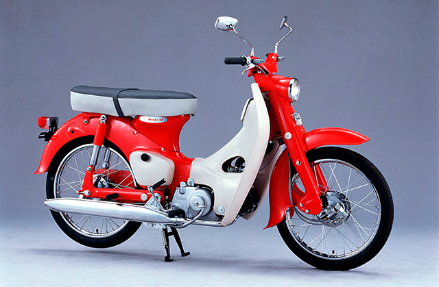 With its bright red and white color scheme, the CA100's tandem seat and lack of turn signals differed from the Japanese domestic version.